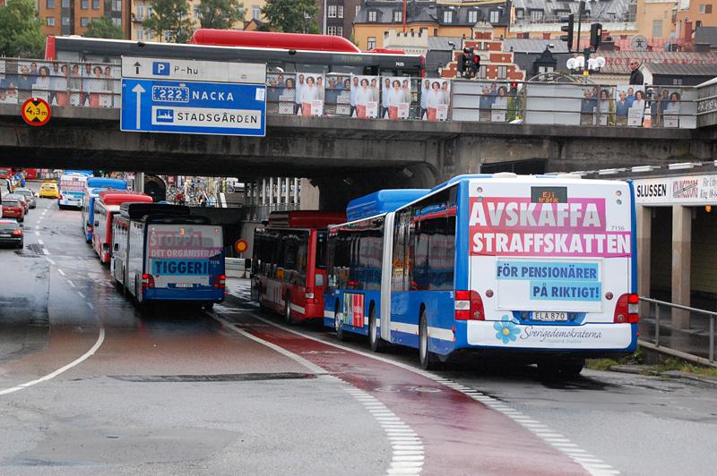 Bussar med valaffischer Stockholm