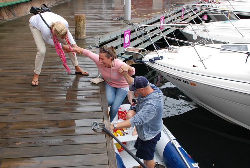 Att ta sig ur en båt, Smögen
