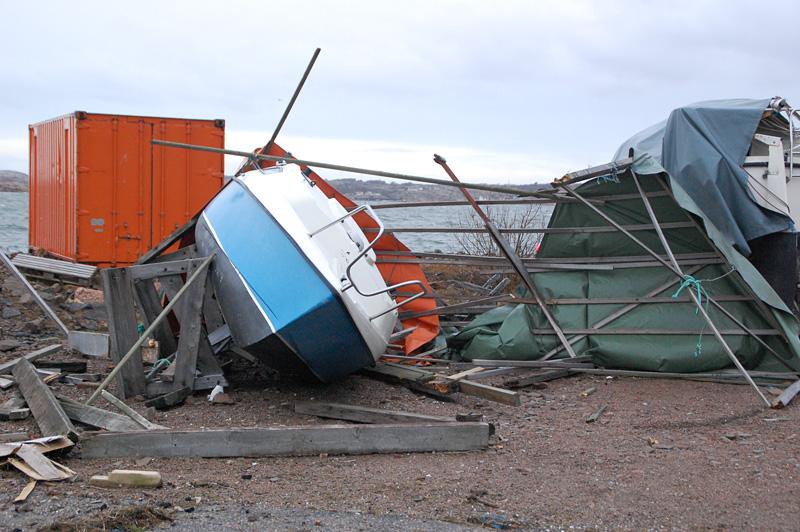 Omkullblåst båt orkan bohuslän