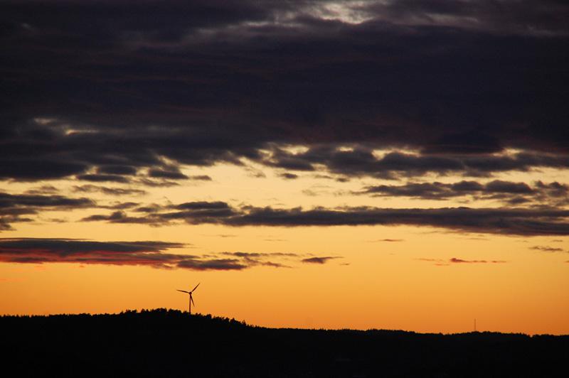 Vindkraftverk kvällshimmel
