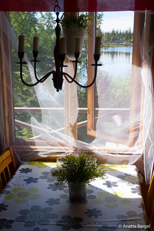 Småskär stuga med myggnät