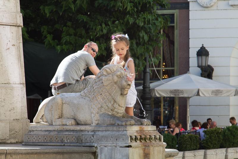 lejon barn skulpur budapest