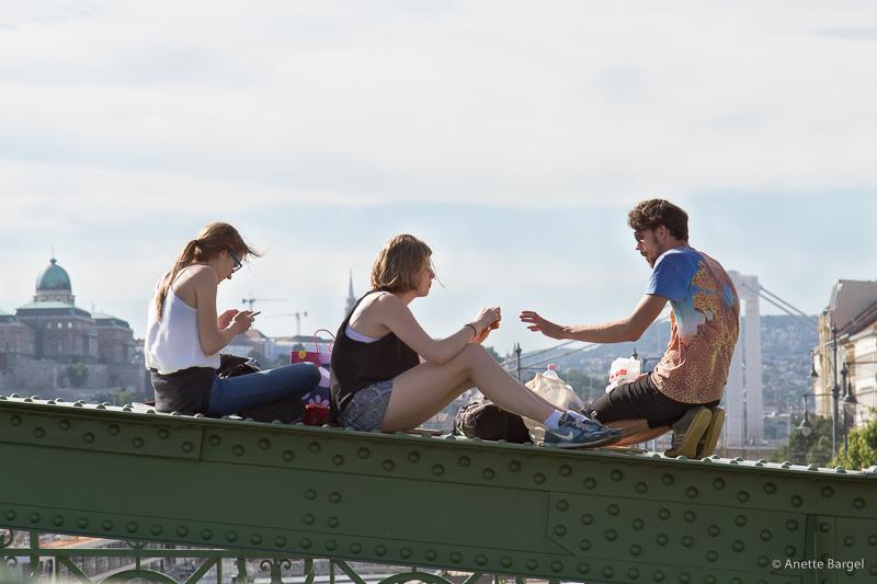 vänner på bro